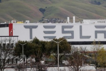 音讯称特斯拉正削减美国轿车和电池工厂合同工